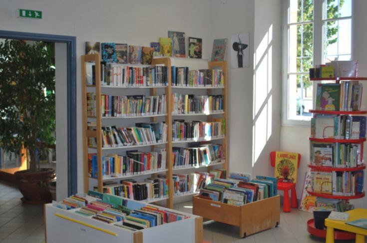 Salle de lecture de la Médiathèque de Bérat